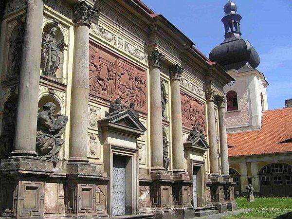 Památkově chráněná Loreta vRumburku.