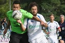 Domácí fotbalisté (bílé dresy) prohráli s celkem Mostu 1:3.