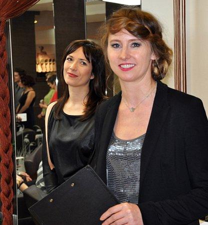 Jana Burdová (vpravo) sherečkou Terezou Kostkovou, která je patronkou čtvrtých Proměn sDeníkem. Čtenáři se tak mohou těšit na Tereziny komentáře proměn soutěžících.