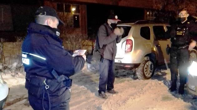 Ústečtí strážníci kontrolují řidiče ve Větrné ulici