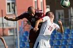Česká republika U18 (v bílém) porazila v Ústí nad Labem Lotyšsko U18 2:1. Jonáš Kneifel (vpravo)