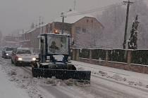 V úterý sníh působil potíže v dopravě. Totéž se očekává i ve čtvrtek.