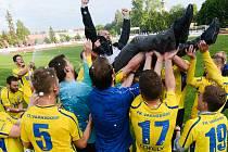 Historický postup hráči Varnsdorfu začali oslavovat hned na hřišti. V neděli se představí v Ústí.
