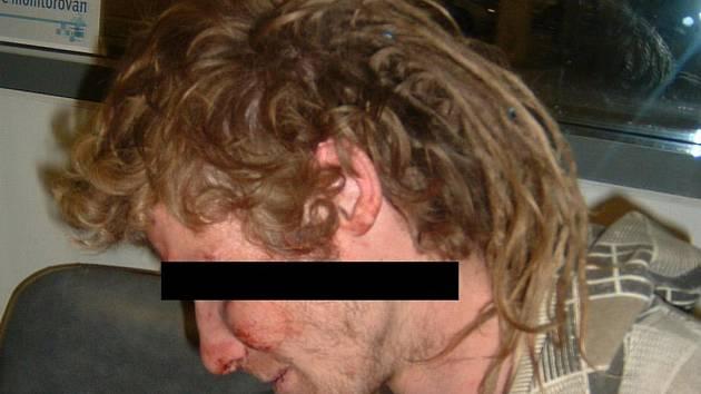 Agresivního cestujícího zklidnili strážníci.