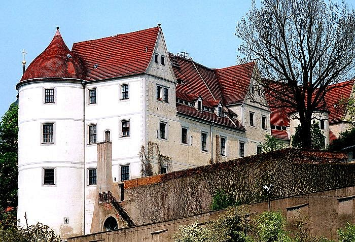 Púvodní hrad zaznamenal v průběhu staletí řadu změn. Zámek Nossen