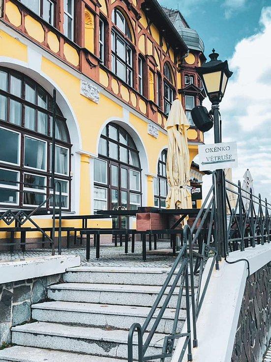 Restaurace Větruše má velkou zahrádku na terase s výhledem na celé Ústí.
