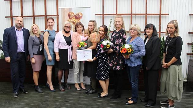 Dámy nominované na letošní Ženu regionu s náměstkem hejtmana J. Komínkem na krajském úřadu v Ústí nad Labem