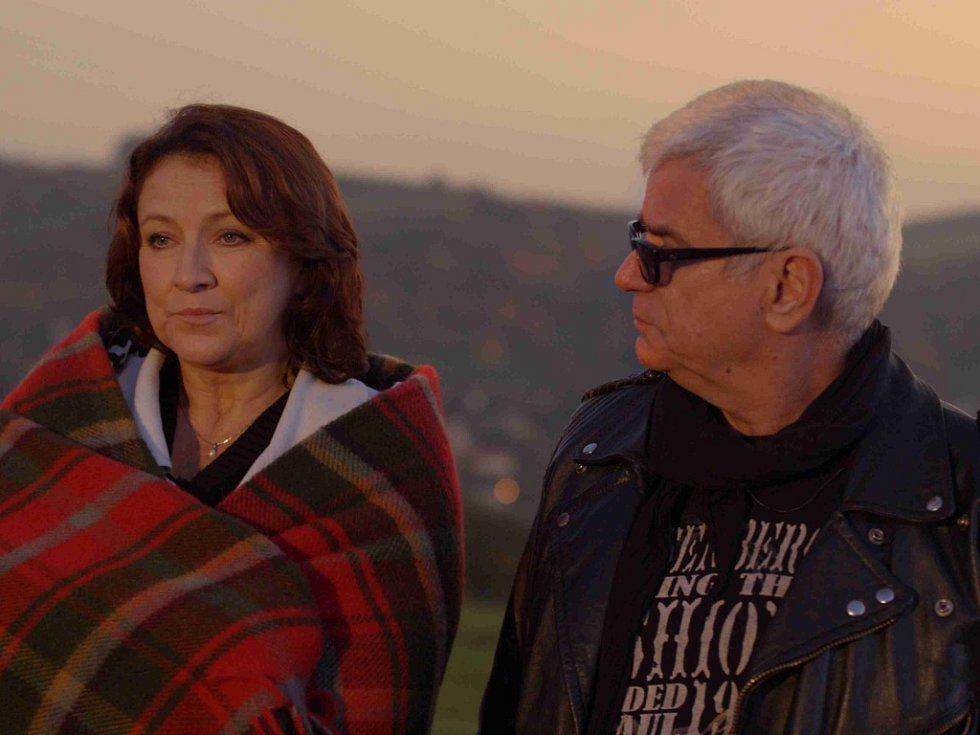 Petr Štěpánek a Zlata Adamovská. Ve filmu pár, v životě manželé.
