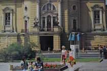 Která významná kulturní instituce sídlí vneobarokníbudově sesecesnímiprvky na ústeckém Lidickém náměstí?