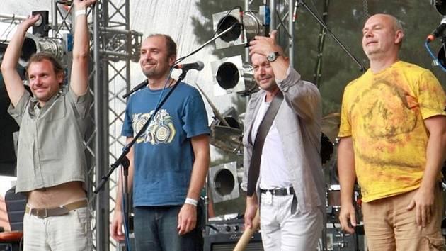 Vltava bude bavit na Den dětí mostecký festival. Náš snímek je z festivalu Rock for Churchill 2013.