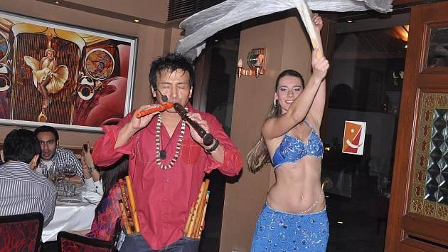 """Šárka """"Sharka"""" Černá je tanečnice i učitelka tance Orientu a autorka knihy """"Tajemství orientálních tanečnic"""". Loni zkraje listopadu již potřetí opustila Čechy směr Indie."""