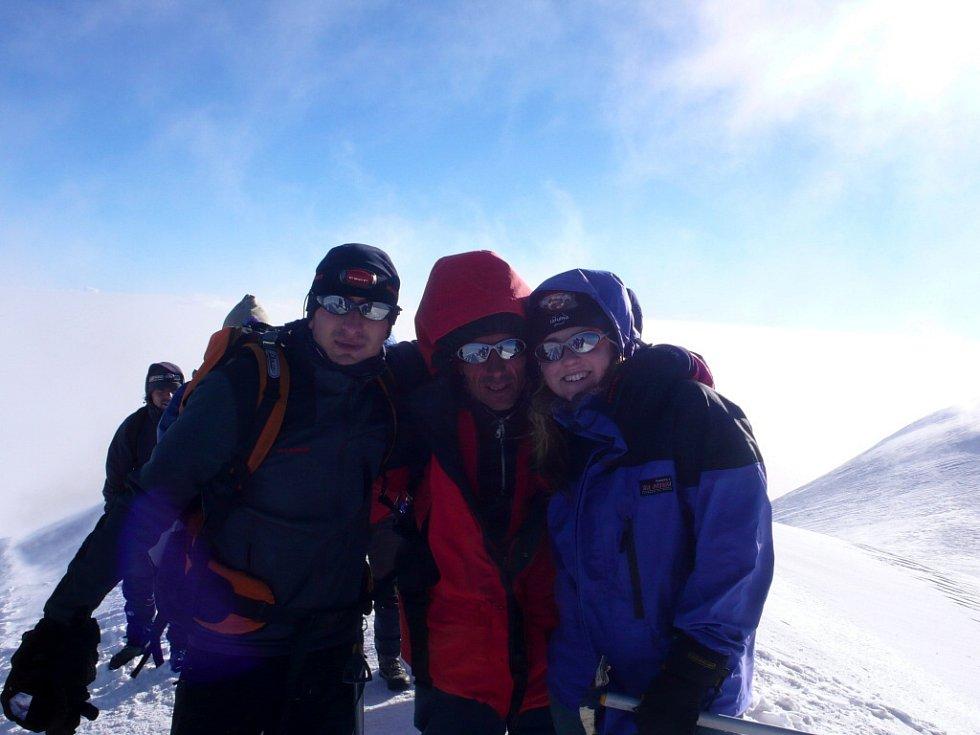 Tomáš Hradecký z Chomutova s přáteli na nejvyšší hoře Turecka Araratu.