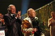 Arnošt Moulík, který dirigoval orchestr SDOB při muzikálu Funny Girl, dostal Zvláštní cenu Kolegia Thálií.