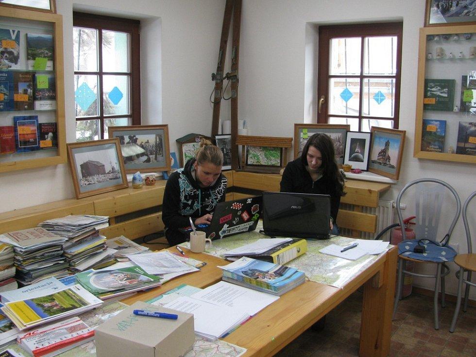 Terezka Pospíšilová u Harrachova a liberecká studentka Lucie Košnarová.