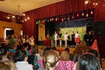 Chabařovická ZUŠka přijela do Petrovic s divadlem.