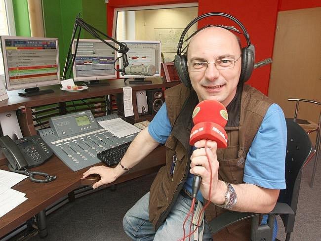 Redaktor a fotograf Deníku absolvoval tříhodinové odpolední vysílání na Hitrádiu FM v Ústí nad Labem.