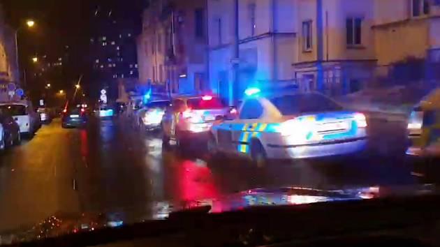 Policejní vozy před ústeckou restaurací Veranda
