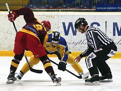 Ústečtí hokejisté (žluto-modří) doma prohráli s Jihlavou 3:4.