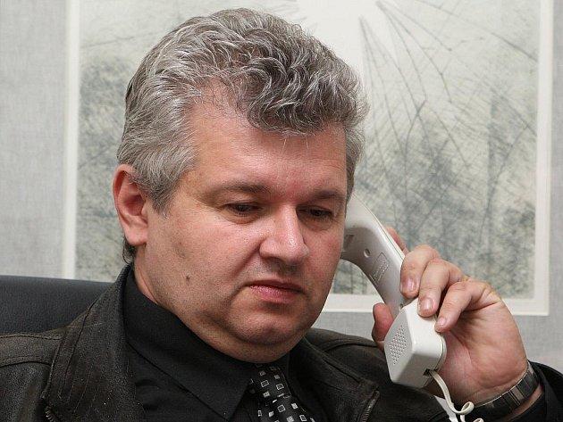 Ředitel divadla Miloš Formáček.