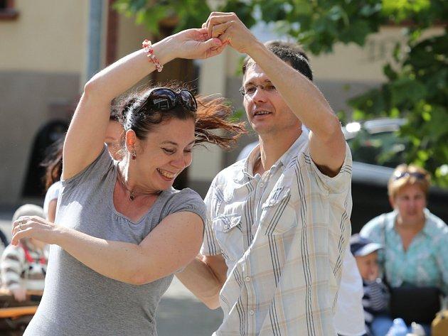 Salsa tančírna Jana Štaffy byla součátí loňského Léta na ulici před ústeckým Hraničářem.