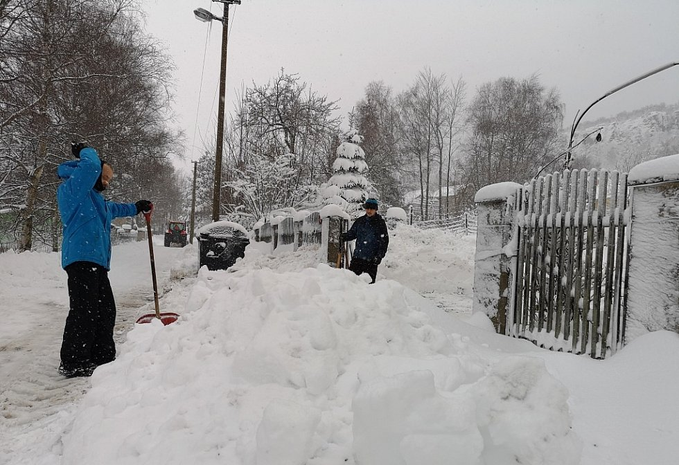 Úklid sněhu v Tisé na Ústecku