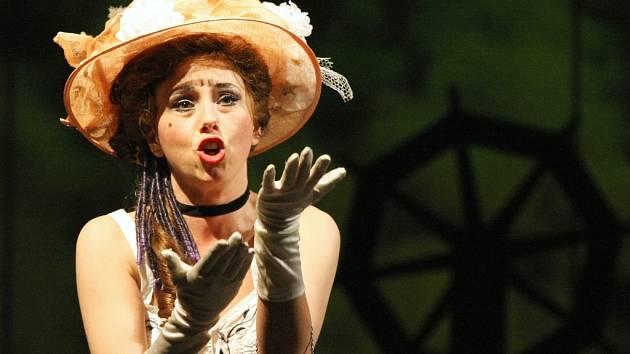 Hlavní role v operetě Vinobraní hrají tenor Jaroslav Kovács a Anna Klamo, sólistka Severočeského divadla opery a baletu, která za roli kněžky Lakmé získala Cenu Thálie 2011.