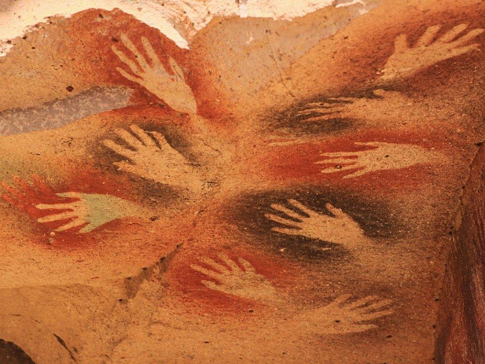 Jeskyně malovaných rukou v Argentině jedna z nejkrásnějších ukázek jeskynních maleb v Jižní Americe.