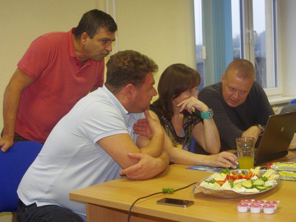 Volební štáb ODS sleduje průběžné výsledky.