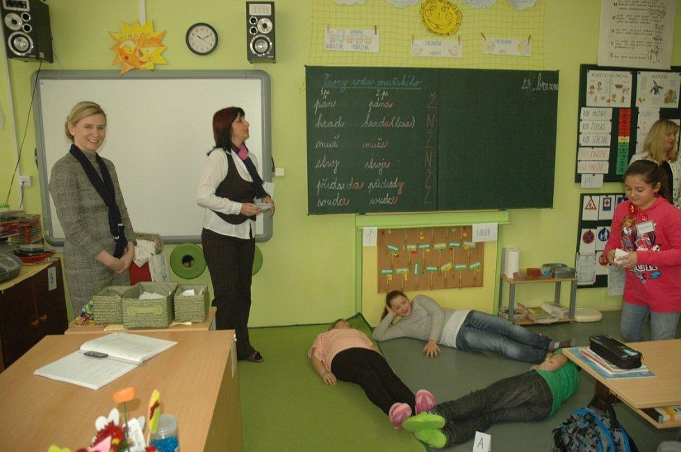 Ministryně školství Kateřina Valachová na návštěvě ZŠ Neštěmická v Ústí.