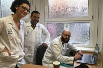 Zleva Sebastiana, Kumar a Karim