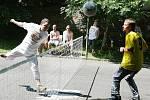 V areálu Domu Samaritán ve Štefánikově ulici se uskutečnil 3. ročník turnaje týmů azylových domů v nohejbale s názvem Azylkop.