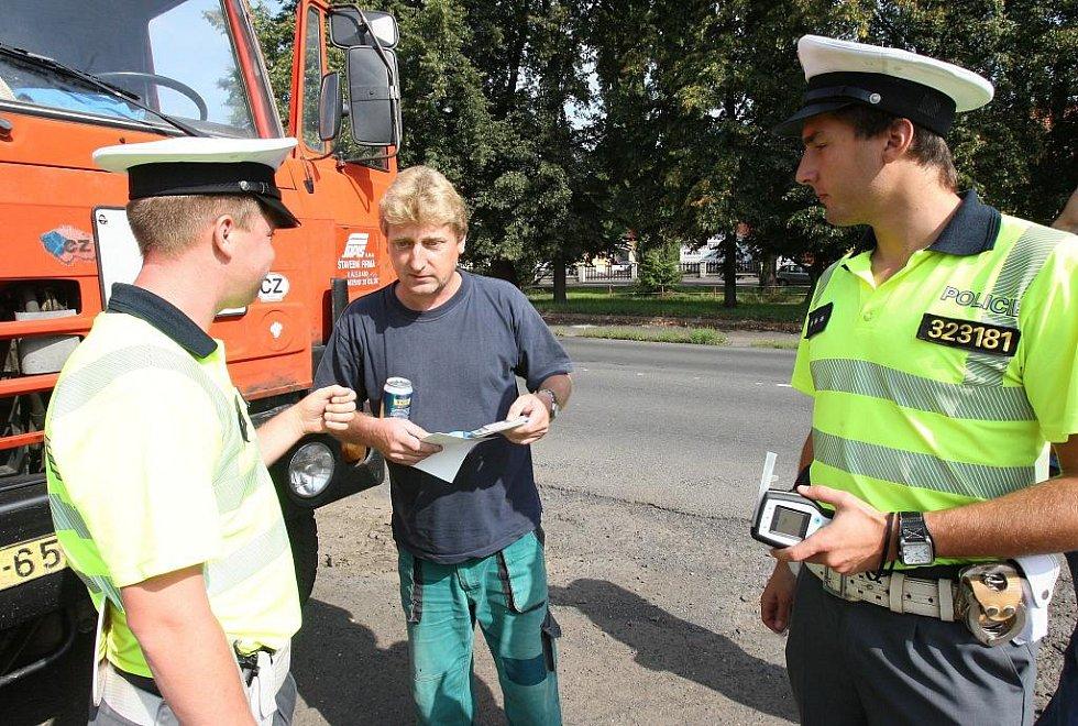 Za to, že byli řidiči štřízliví, dostali plechovku nealkoholického piva.