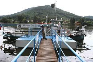 Výletní loď Marie o víkendech funguje také jako přívoz z Dolních Zálezel do Církvic. Zájemci ale musí přijít včas podle plavebního řádu.