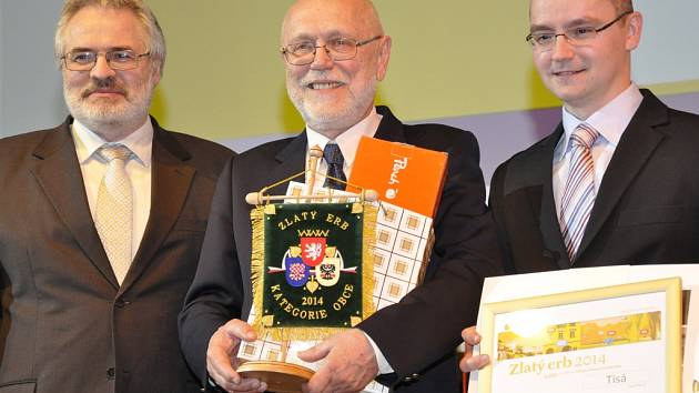 ředseda Svazu měst a obcí Dan Jiránek, uprostřed starosta Tisé Jiří Jandásek a externí správce informačních technologií v Tisé Aleš Pospíchal.