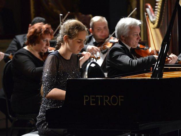 PŮSOBIVÝM KONCEREM začíná Pianoforte vždy, loni orchestr doprovodil vítězku Elizavetu Kliutcherevu.
