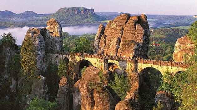 Skalní mosta Bastei v Saském Švýcarsku.