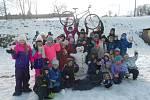 Africkým dětem pomohli sněhuláci od dětí z Petrovic získat kola na cesty do školy.