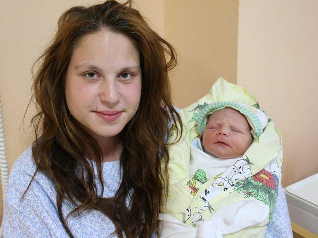Nikolas Slavík se narodil v ústecké porodnici 17.4.2017 (10.51) Monice Slavíkové. Měřil 48 cm, vážil 3,03 kg.