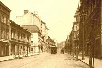 1910: Dnešní Masarykova ulice před křižovatkou s ulicí Prokopa Diviše.