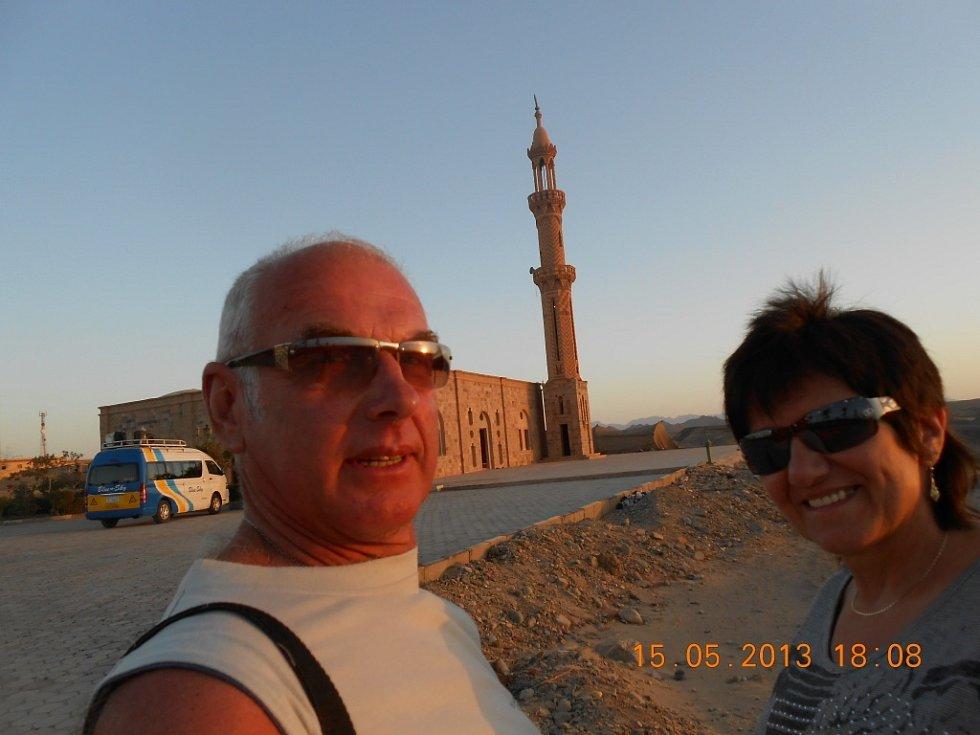 """Foto z letoviska Marsa Alam poslal Břetislav Šimera z Liberce. """"Na snímku je mešita nedaleko našeho hotelu při západu slunce."""""""