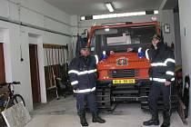 Petrovičtí hasiči mají ve své technice kromě běžných hasičských vozidel i  sněžnou rolbu.