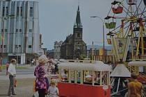 Která stavba na fotografii chybí? Snímek je z roku 1976 z publikace Ústí nad Labem.