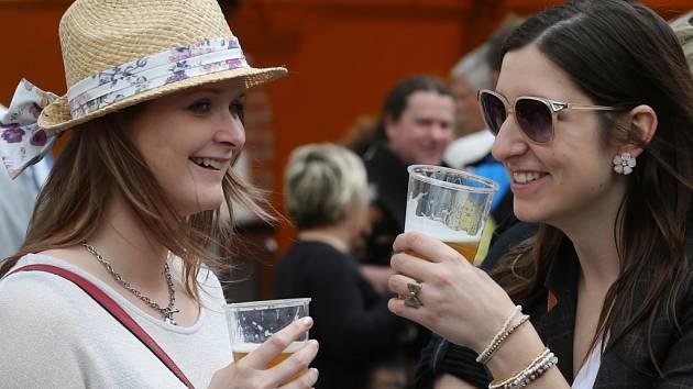 Na letošní Ústecký pivní jarmark dorazilo šestadvacet rodinných a malých pivovarů.