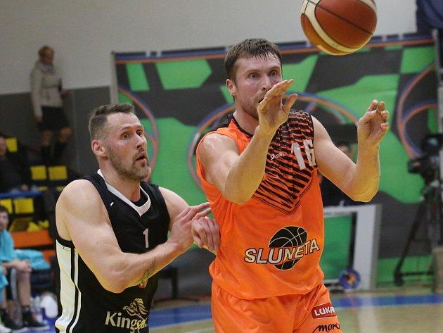 Basketbalový zápas mezi Ústím a Hradcem Králové.