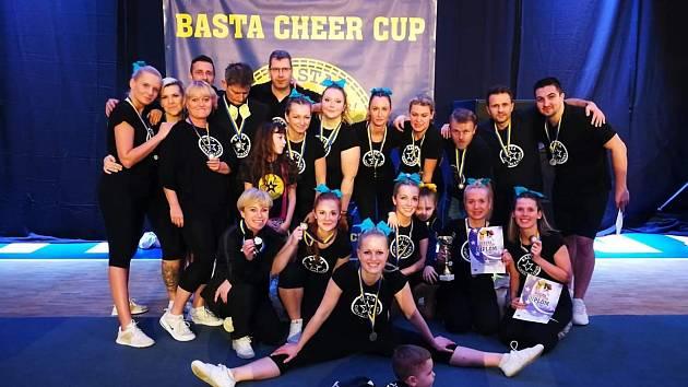 Parents tým Basta Cheerleaders.