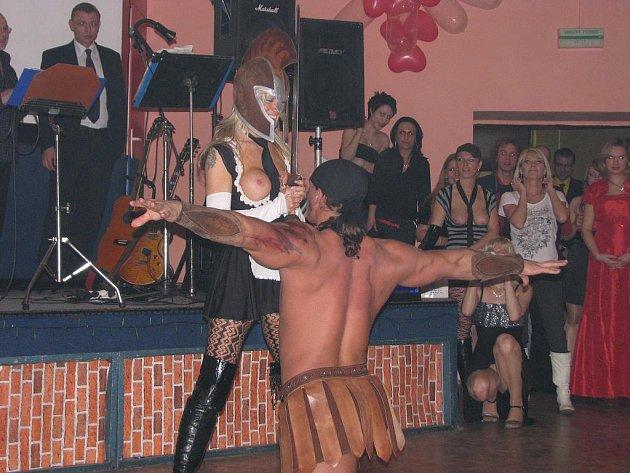 Erotický ples v Apollu v Ústí nad Labem.