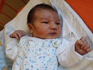 David Vrchotka se narodil v ústecké porodnici 16.4.2018 (16.43) Petře Sýkorové. Měřil 54 cm, vážil 4,2 kg.