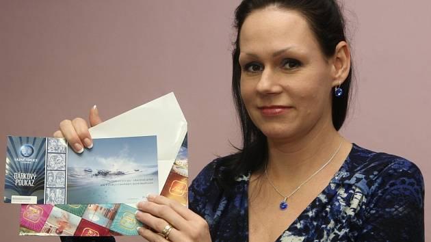Výherkyně ve čtenářské soutěži projektu Proměny s Deníkem Lucie Šepsová z Varnsdorfu se svou cenou poukazem na wellness víkend v Lázních Teplice v Čechách.