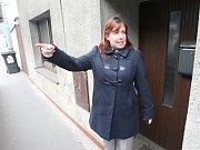 Nejen Petru Pazderovou ve Vaňově již řadu let trápí voda ve sklepě v Pražské ulici. Nikdo ovšem ani netuší, kudy se tam dostává.