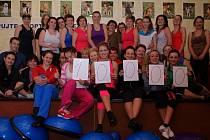Na MDŽ přišly do N-studia, aby vydělaly cvičením peníze pro ústecký útulek. Šestý cvičební maraton měl úspěch.